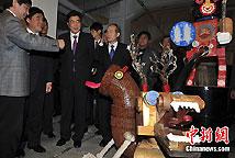 郝龙斌与郭金龙参观798台北展
