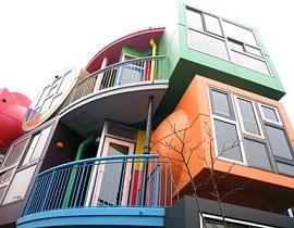 2011年两会,人大代表宗庆后再次献上了17条建议和关于明确有关住宅建设用地使用权期间期满后处置办法的法律规定的议案。