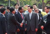 柬埔寨官员迎接胡锦涛