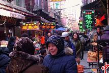 西安回民一条街吸引八方游客