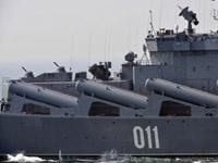 """""""瓦良格""""号巡洋舰参加海上阅兵"""