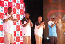 匹克2009年中国行发布会上四位球星同时抱拳行礼