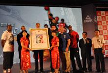 8月2日北京千禧酒店匹克中国行新闻发布会签名Tshirt众星合影
