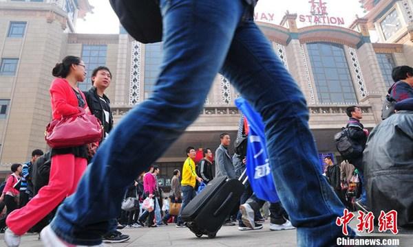 """北京迎来""""十一""""黄金周返程客流高峰"""