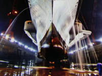 中国航母早期进厂改装照曝光