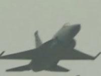 枭龙战机短距起飞表演