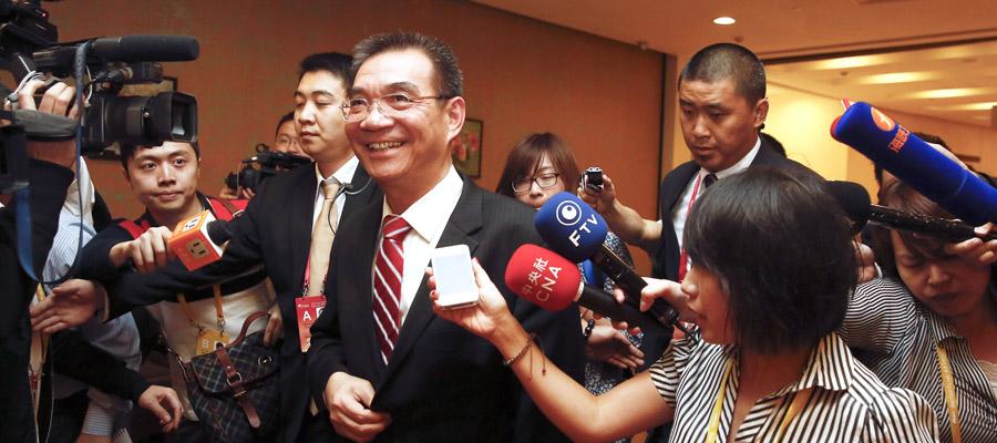 林毅夫演讲结束后被记者追访