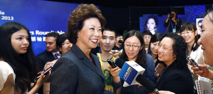赵小兰在海南博鳌接受媒体采访