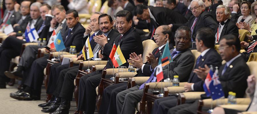 习近平与多国领导人为发言者鼓掌