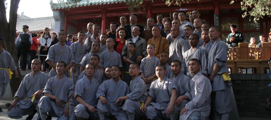 中国国民党副主席蒋孝严携夫人参观嵩山少林寺