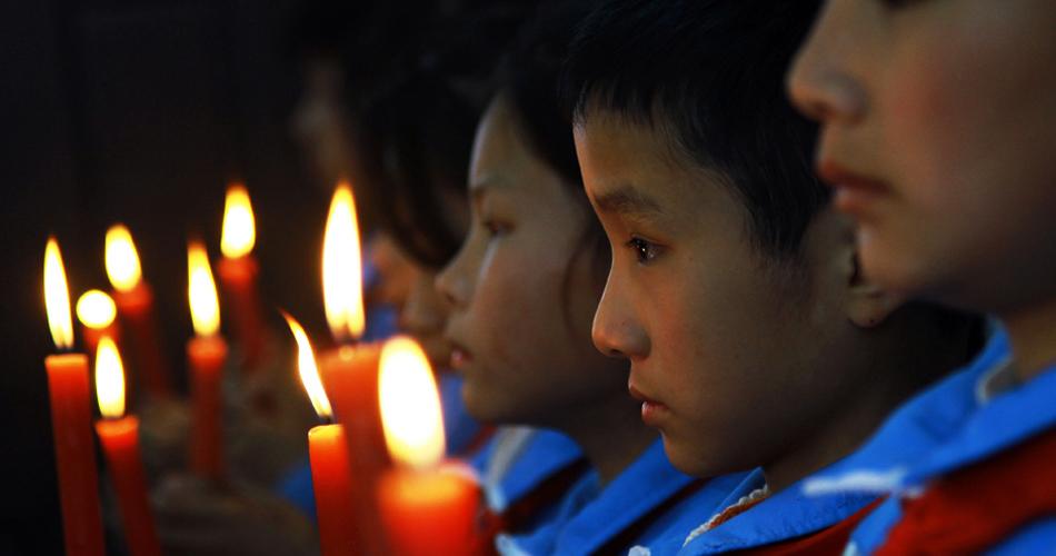 江西小学700名师生为雅安同胞祈福