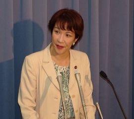 桥下彻关于慰安妇的过激发言以及之前日本执政党自民党政调会长高市早苗否认历史的言论引发日本国内政界人士激烈批评。