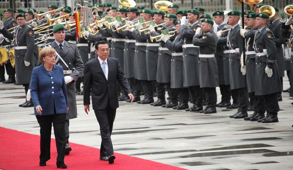 李克强出席德国总理默克尔举行的欢迎仪式