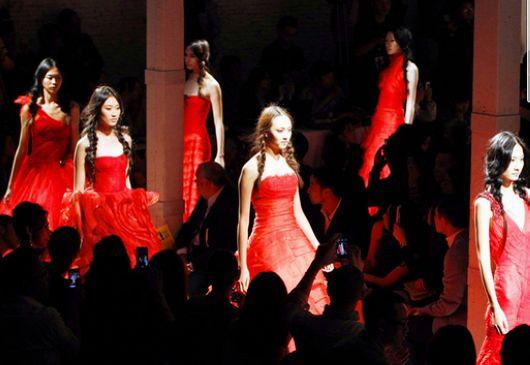 Vera Wang婚纱仅在中国试穿要收费 消费者遭高端黑