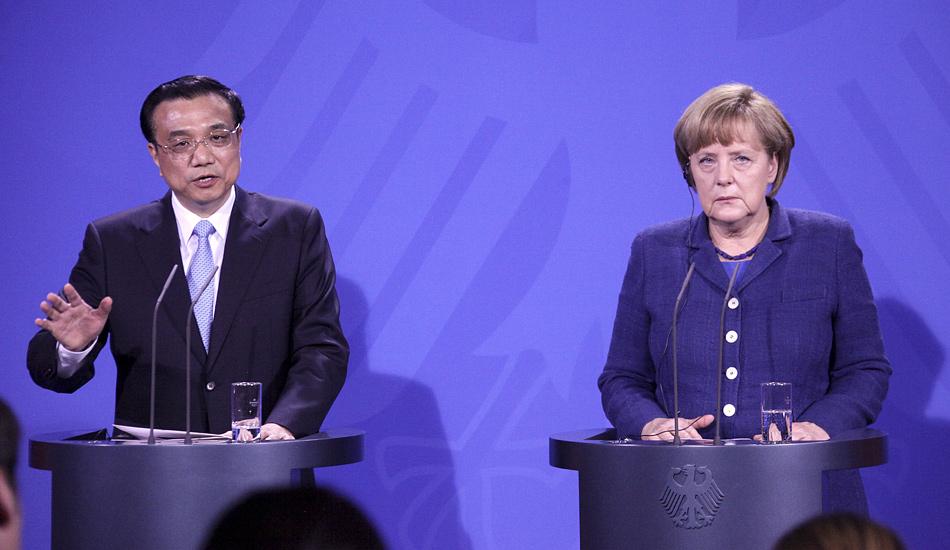 李克强与德国总理默克尔共同会见记者