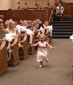 小花童哭闹进教堂