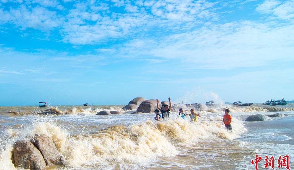 广西钦州三娘湾现大潮景观