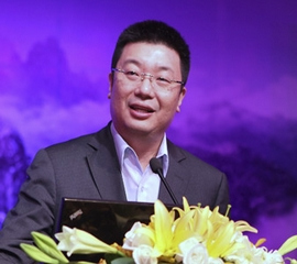 分众传媒创始人江南春曾为华谊兄弟前十大流通股股东,后在2011年三季度与张纪中两人分别减持了至少368.94万股与265.89万股,退出前十大流通股东名单。据悉两人至少套现约1.02亿元。