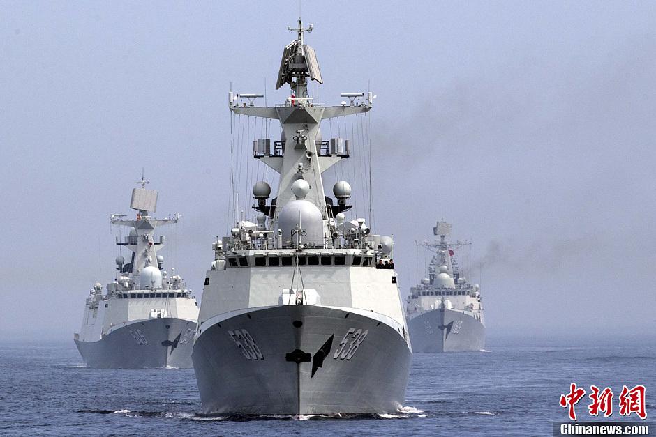中俄海上联合军演举行海上阅兵