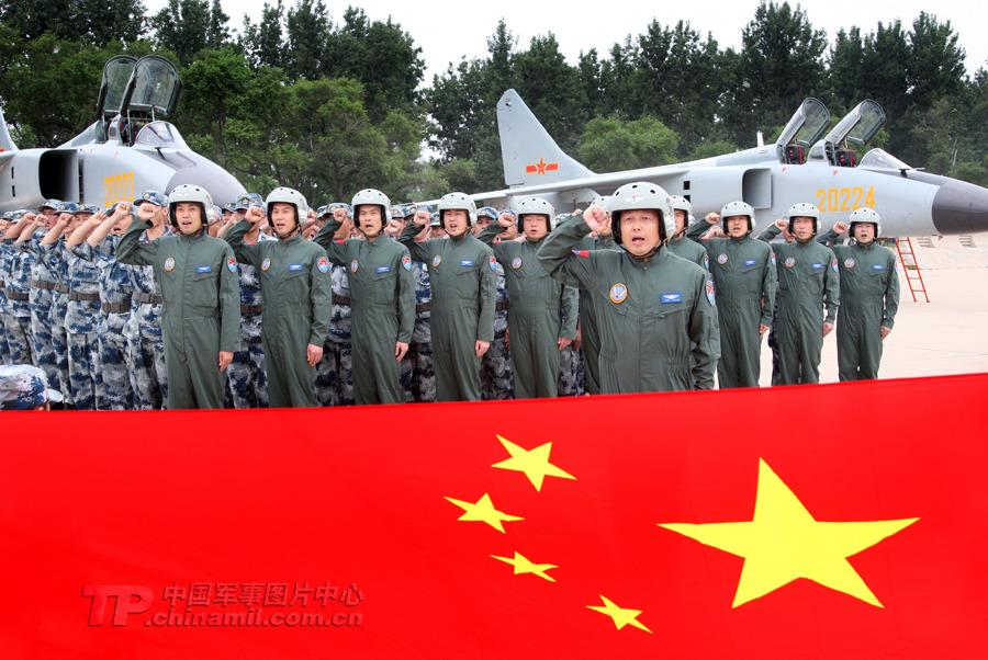 """中国空军""""飞豹""""部队赴俄参加联合军演"""
