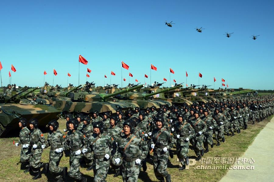 中俄军演:中方官兵战车飞机云集草原备战