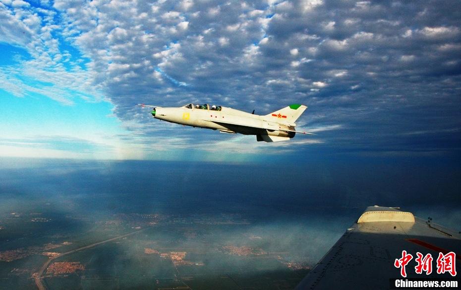 歼七飞机在进行科研试飞任务