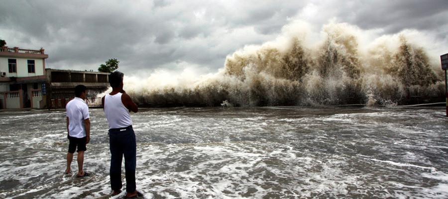 """强台风""""天兔""""逼近 汕头海面掀起巨浪"""
