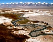 《雪山河流火山口》 摄影:李旺