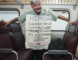 美国56岁单身男子坚持每周前往纽约寻结婚对象