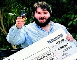 英国一单身男子坚守13年 命运回馈以巨奖