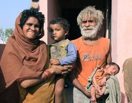 印度男子坚持单身86年 终遇真爱组幸福家庭
