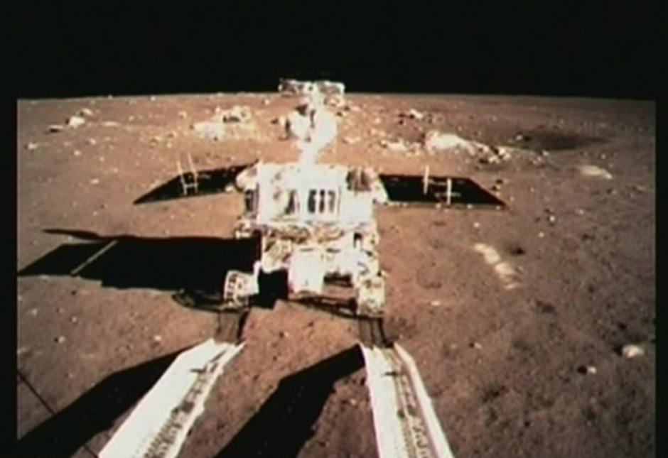 嫦娥三号着陆器和巡视器成功分离