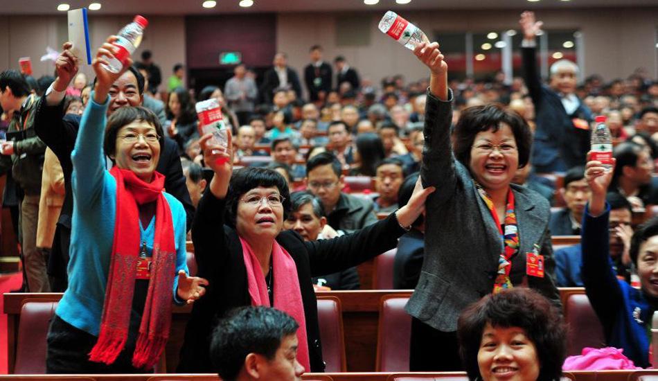 广东政协大会即席发言场面热烈