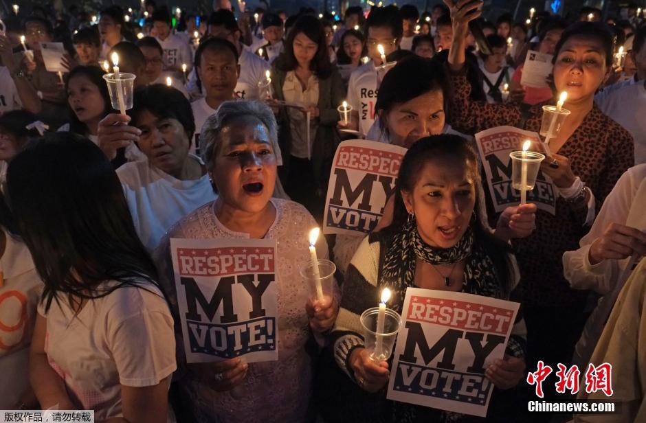 """泰国""""白衫军""""举行和平守夜 呼吁结束政治争端"""