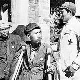 八路军给日军战俘治疗