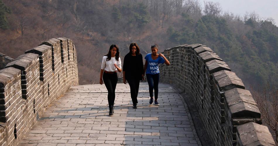 米歇尔一行游览北京慕田峪长城