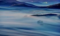 《雾里行车》 摄影:孙兰