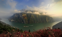 《雾绕神女峰》 摄影:朱国良