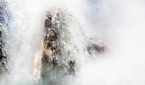 《雪雾山峰》 摄影:张铭