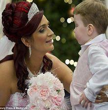 4岁儿子患绝症 夫妇再办婚礼为其圆梦