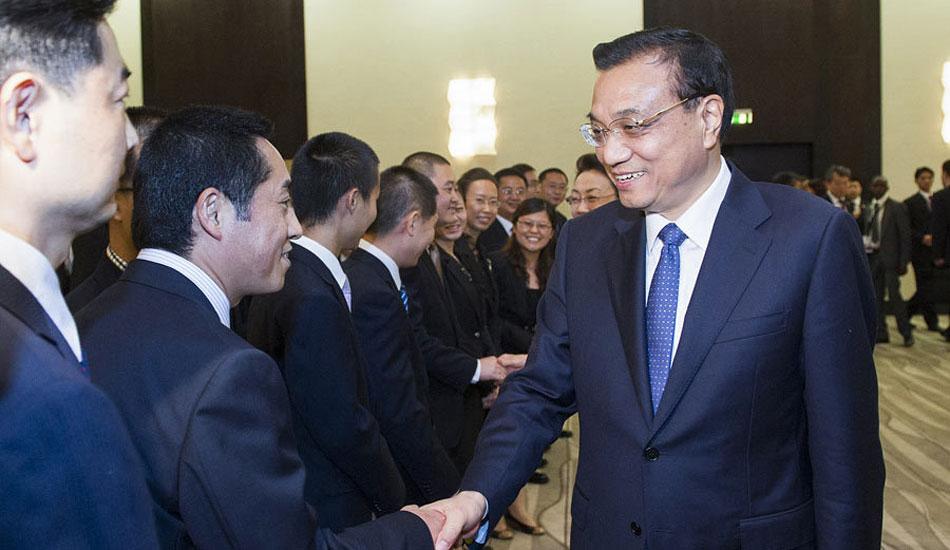 李克强看望中国援助安哥拉医疗队