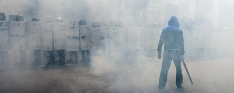 """乌克兰防暴警察举行演习 模拟镇压""""暴徒"""""""