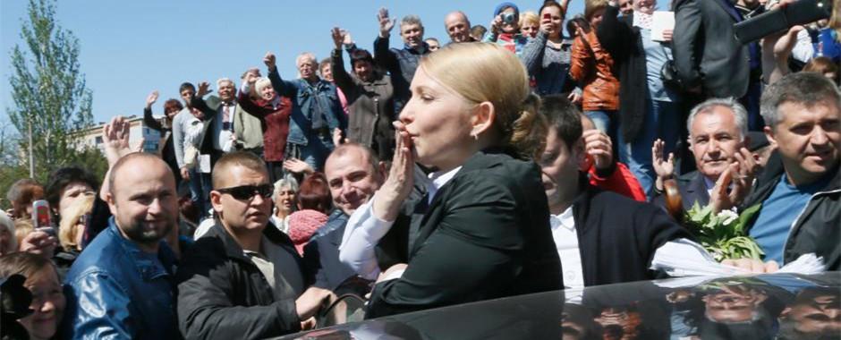 季莫申科举行竞选集会 向支持者送飞吻