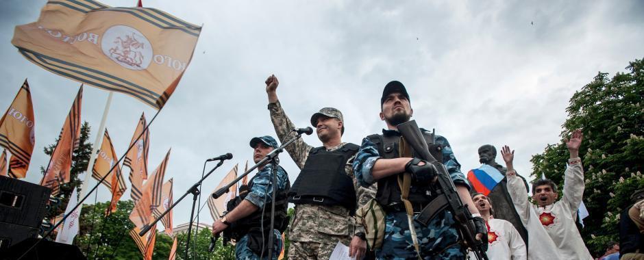 """乌克兰两州宣布脱乌""""独立"""" 亲俄民众集会庆祝"""