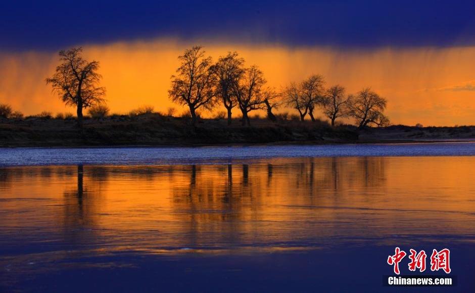 夕阳下的额尔齐斯河