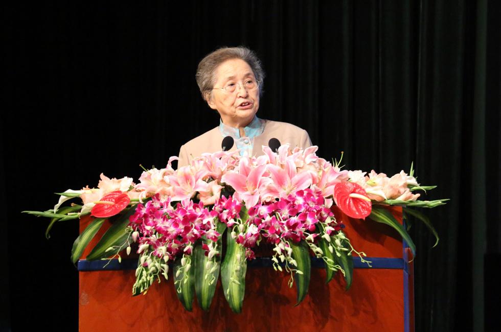 第十届全国人大常委会副委员长 肉类协会名誉会长何鲁丽