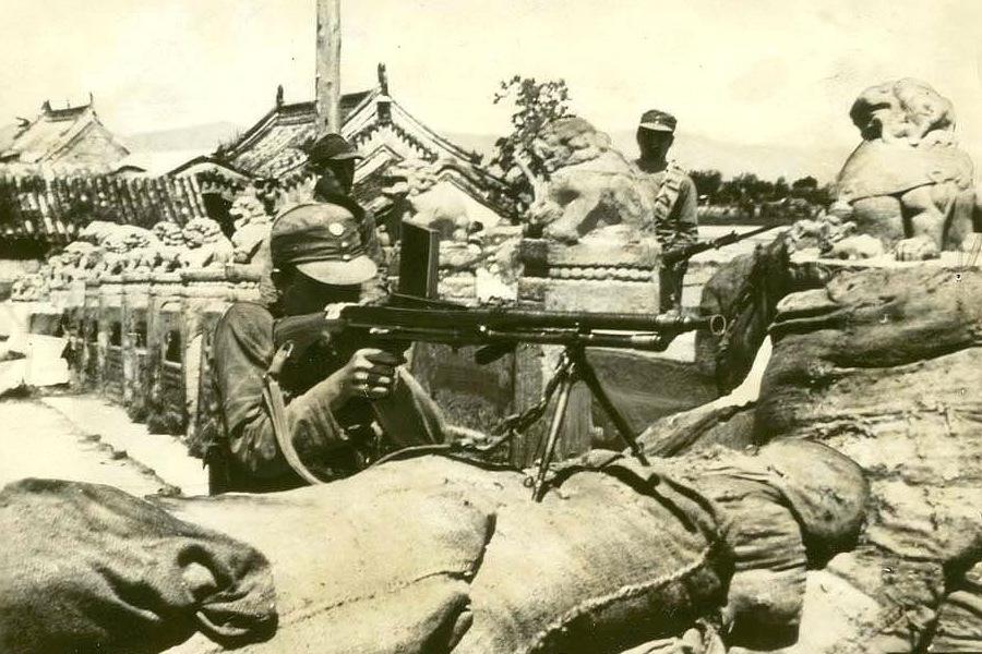 卢沟桥头的中国士兵