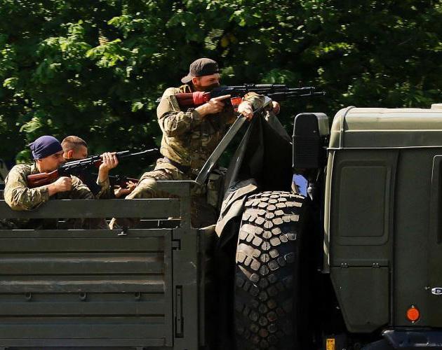 政府军与民间武装军持续交火