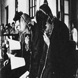 日本战犯在法庭上痛哭流涕