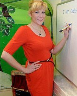 英国女教师半年减35公斤 曾太胖坐坏椅子